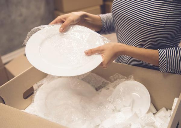 How to pack crockery